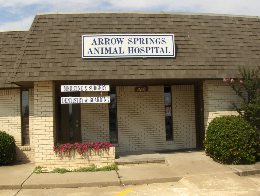 Front door of Arrow Springs Animal Hospital - Broken Arrow, OK